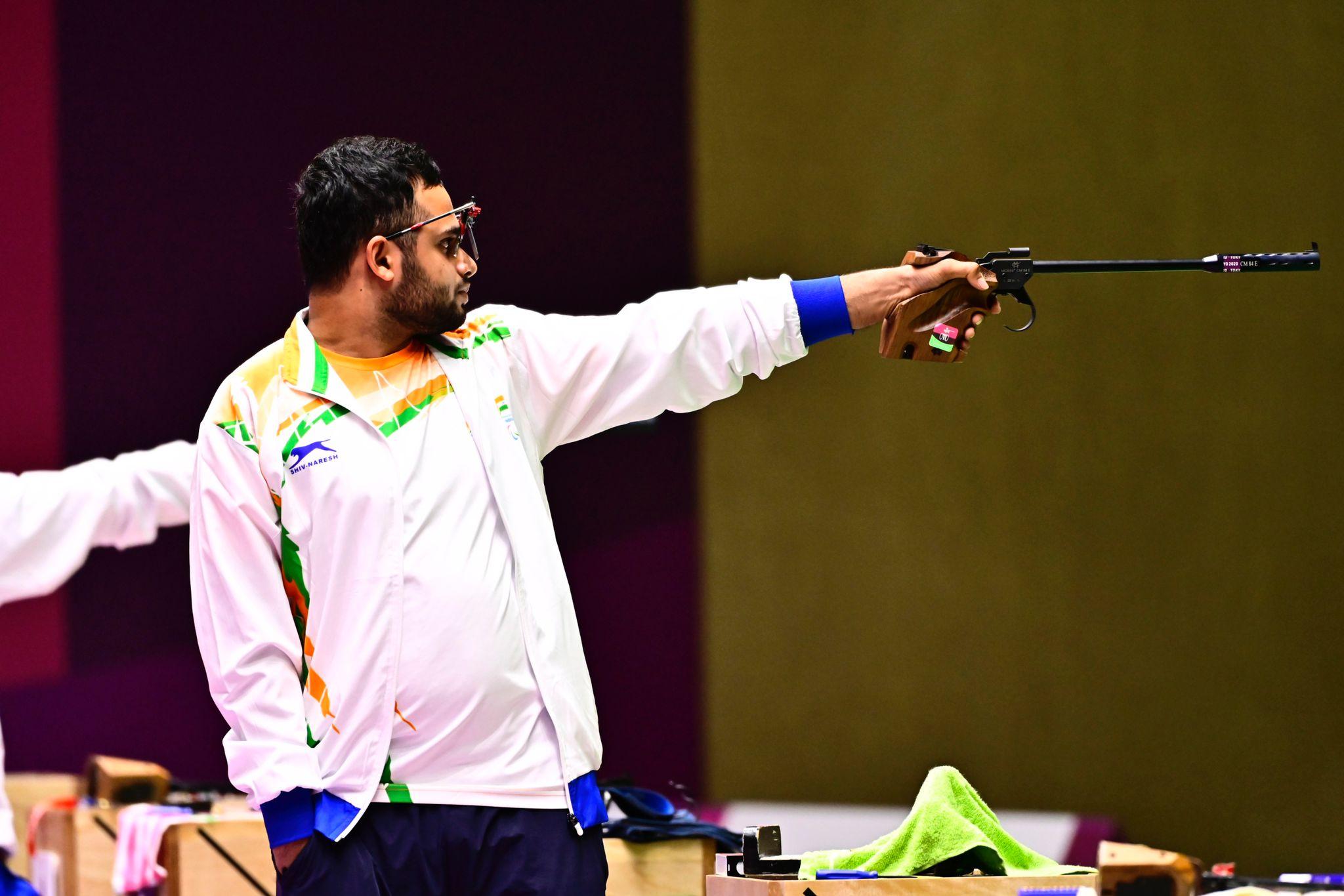 Atlet menembak India Para Manish Narwal beraksi
