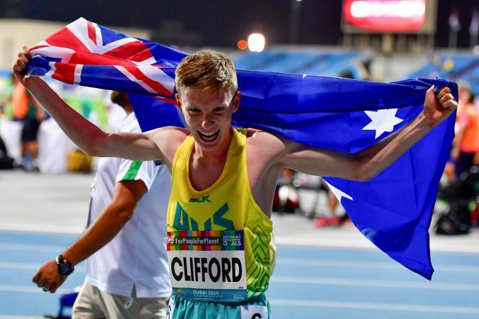 Jared Clifford merayakan bendera Australia