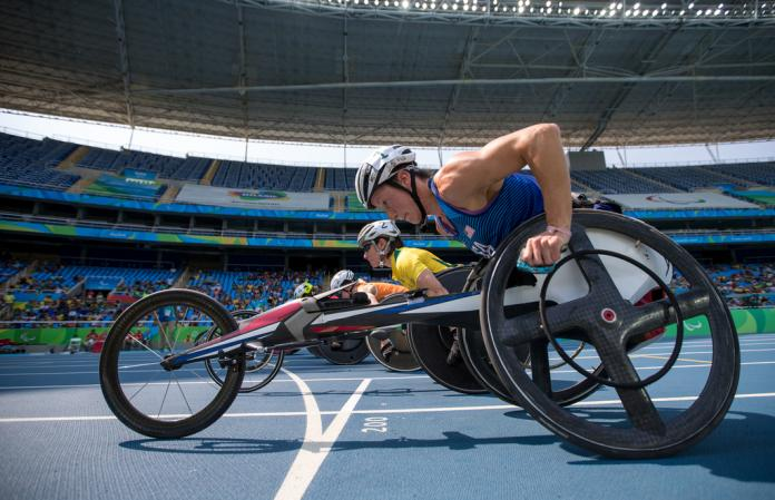 Wheelchair runners on the start line
