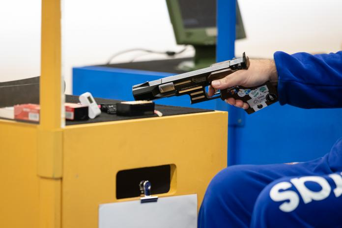 Hand holding a pistol in Para sport shooting