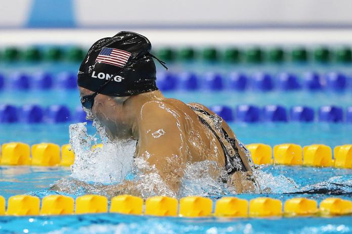 Jessica Long fra USA konkurrerer på den tiende dagen i Rio 2016 Paralympic Games på Olympic Aquatics Stadium.