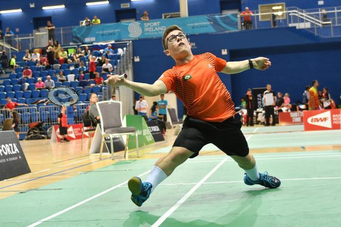 Para badminton player Vitor Gonçalves Tavares plays a forehand