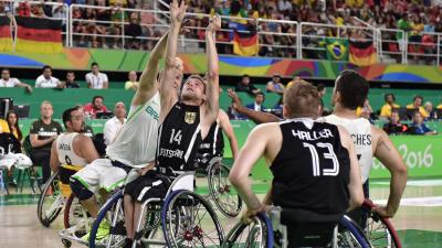 male wheelchair basketballer Thomas Boehme challenging for the ball