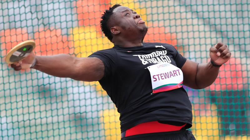 a male Para athlete throws a discus