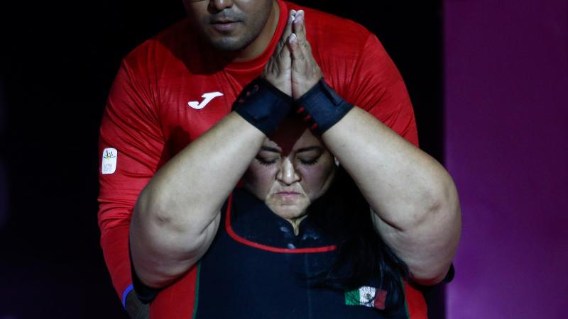 a female powerlifter claps her hands together