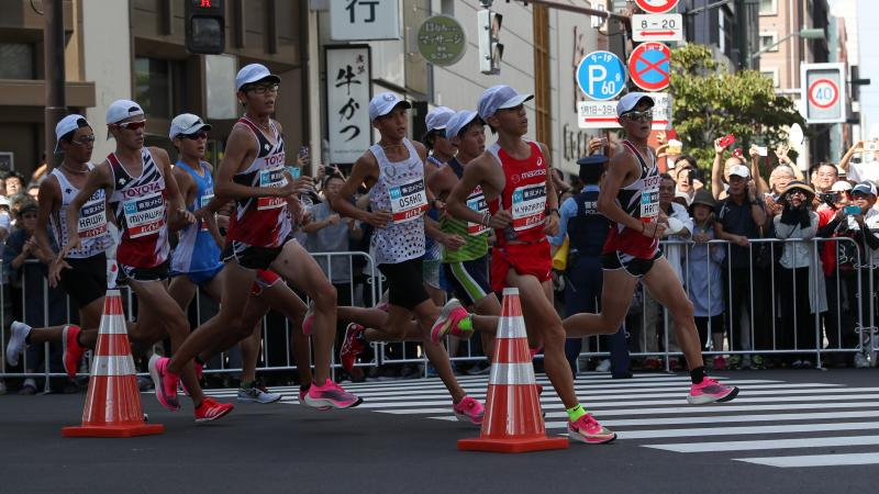 Runners in action at a marathon in Tokio