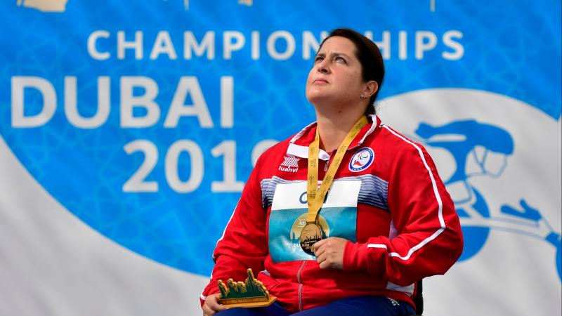 Francisca Mardones looks to the sky while holding her gold medal