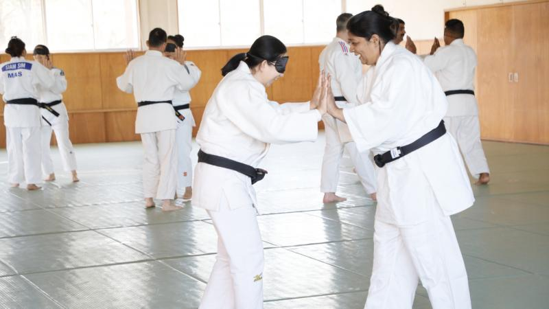 Para judokas training on the tatami