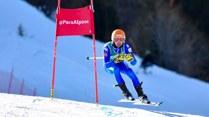 A man competing in Para alpine skiing