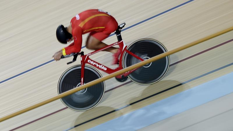 Chinese cyclist Guihua Liang