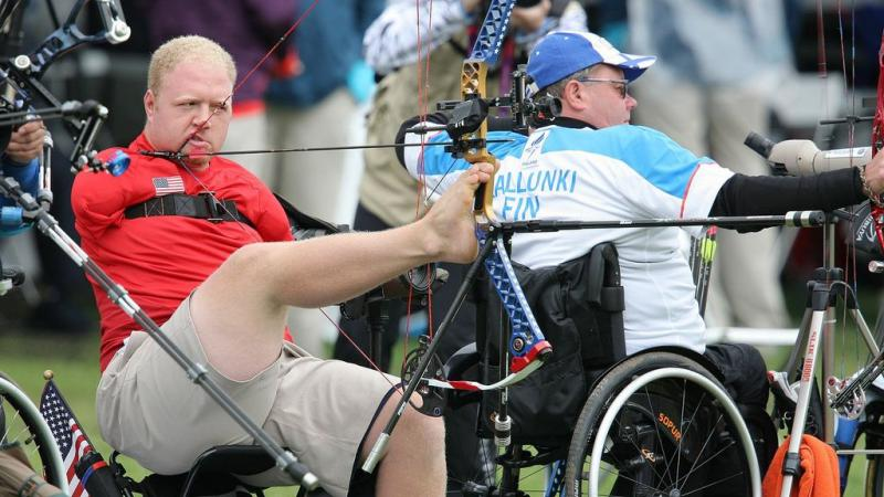 Matt Stutzman competes at London 2012
