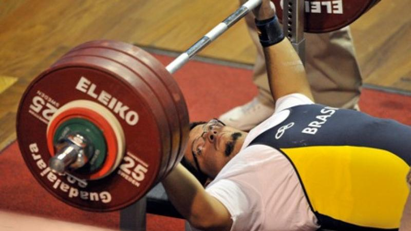 Powerlifting - About the Sport | International Paralympic