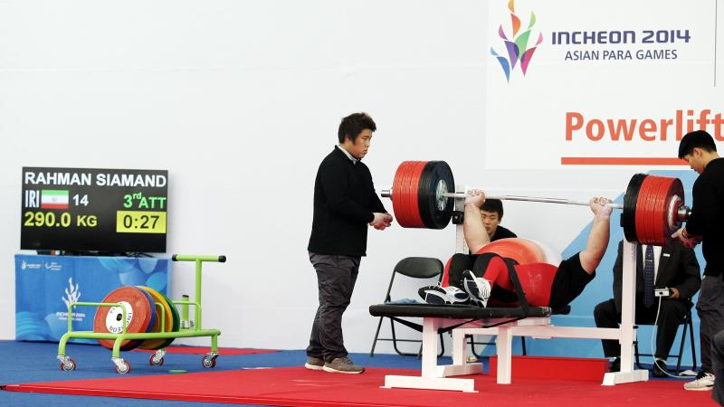 Man doing powerlifting on a bench
