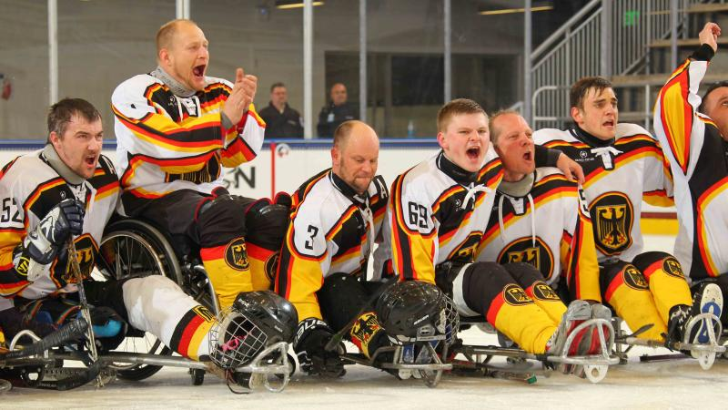 Germany's ice sledge hockey team celebrates after defeating the Czech Republic at Buffalo 2015.