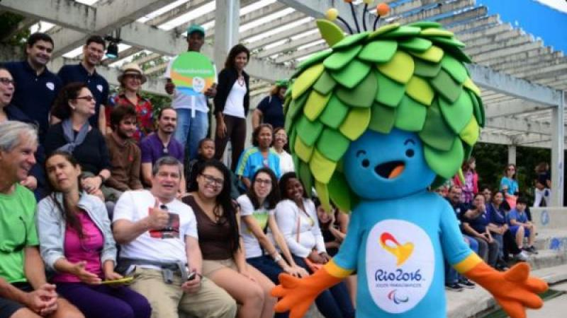 Rio 2016 Paralympic Games mascot Tom warmed up the crowd at the Paralympic Festival.