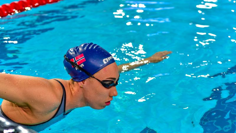 Swimmer pushing herself off the wall in the pool.