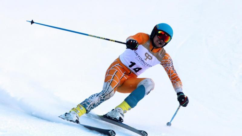a male vision impaired skier coming down the slope
