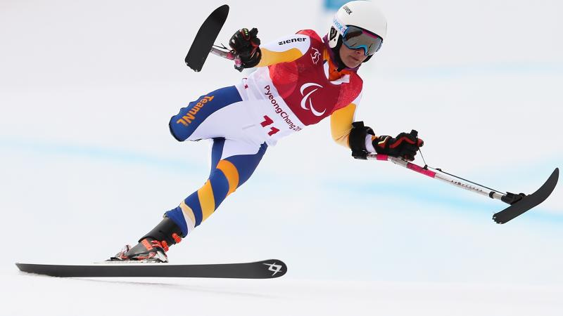 a Para alpine skier goes down the slope