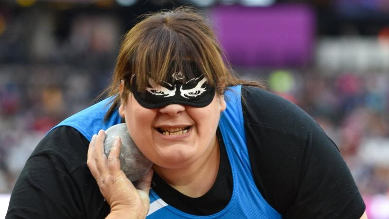 Assunta Legnante conmpeting in the shot put at the London 2017 World Para Athletics Championships