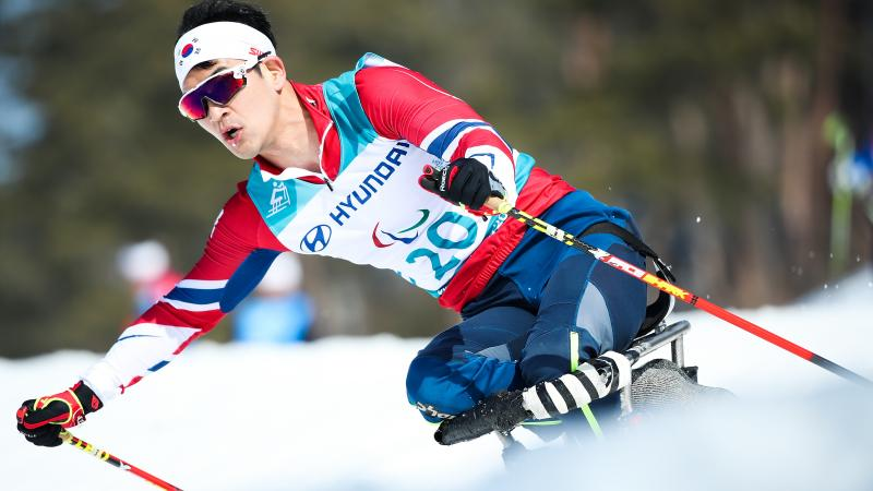 a male Para Nordic skier in action