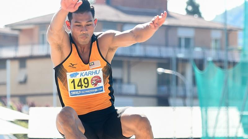 Malaysian long jumper leaps to win