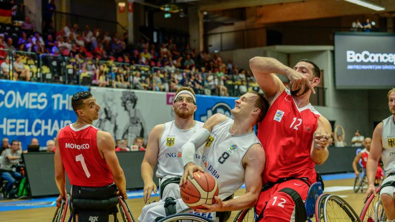 male wheelchair basketballer Andre Bienek holds on to the ball