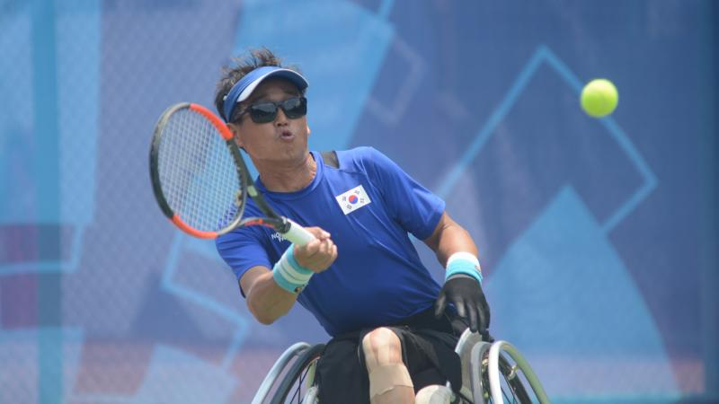 male wheelchair tennis player Kyu-Seung Kim plays a forehand