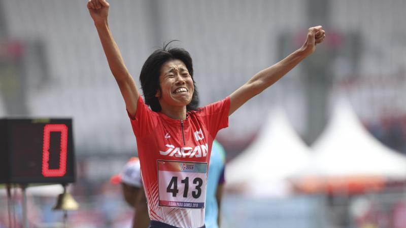 female Para athlete Makita Sayaka running