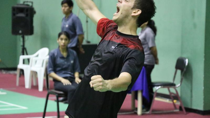 male badminton player Pedro Pablo de Vinatea screams and throws his arms up in celebration