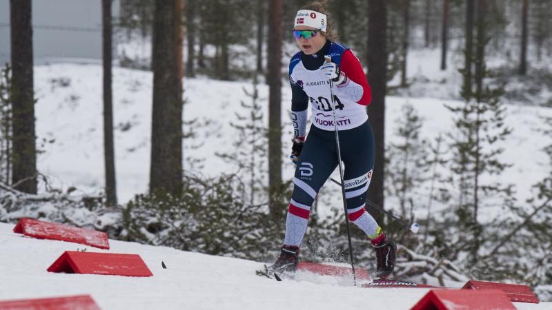 female Para Nordic skier Vilde Nilsen standing and skiing through the snow