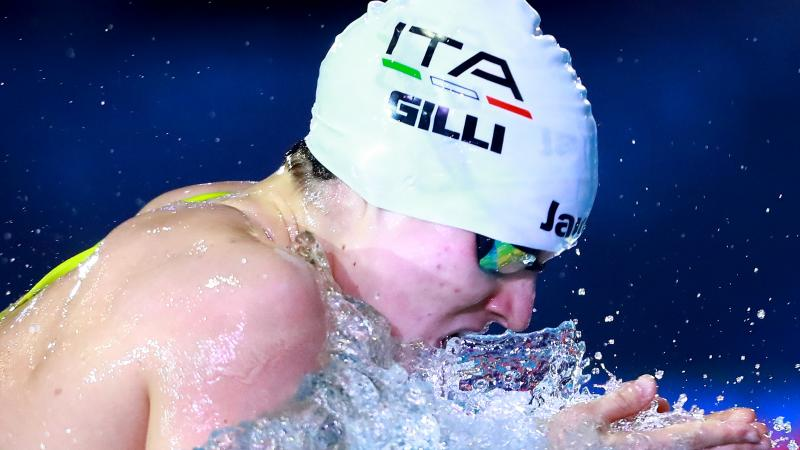 Profile of Carlotta Gilli while swimming during a competition