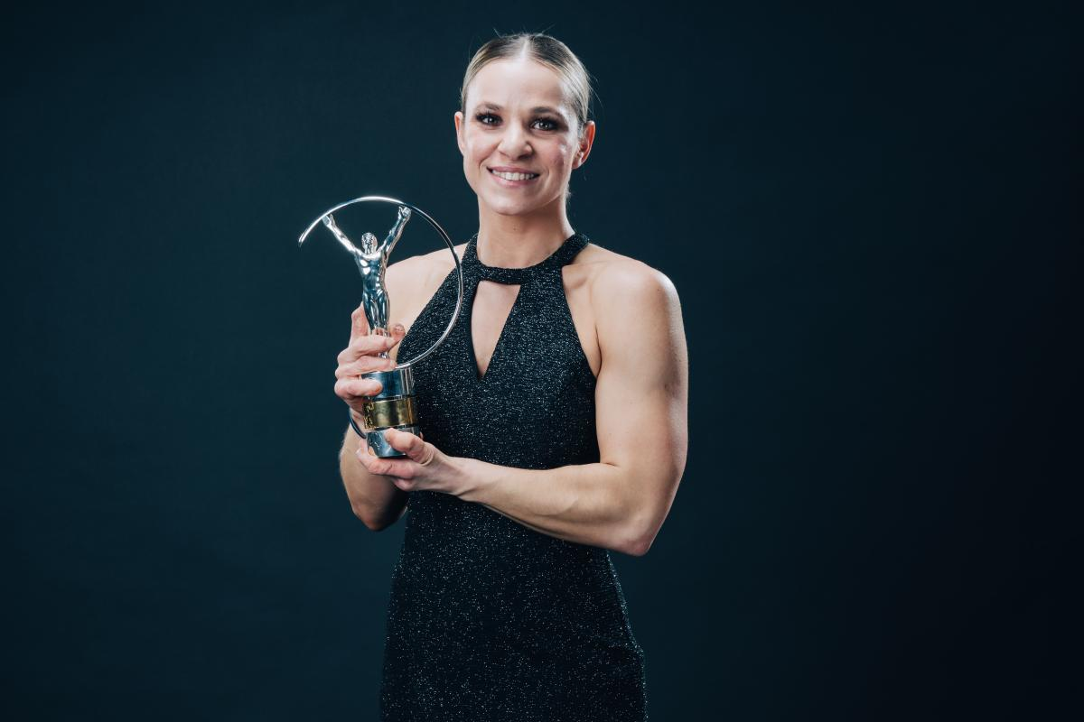 Oksana Masters holding the Laureus Award