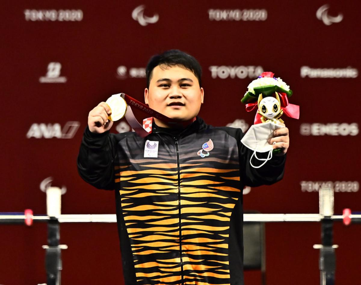 History-making Malaysia powerlifter Gustin keeps medal promise to father    International Paralympic Committee