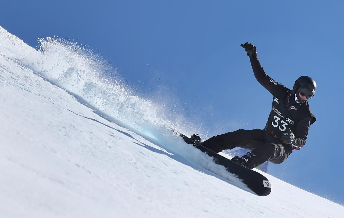a male Para snowboarder