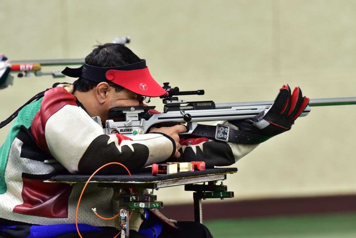 a male Para shooter lines up a shot