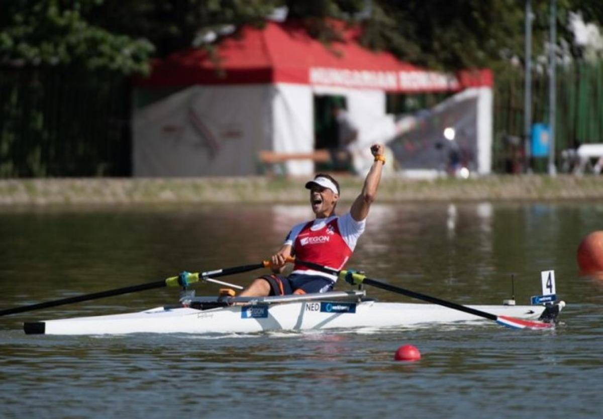 Man celebrating in a rowing boat