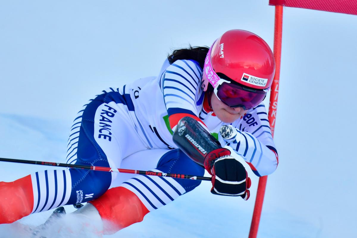 A female alpine skier competing