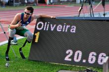 Alan Fonteles Oliveira and his new 200m T43 world record